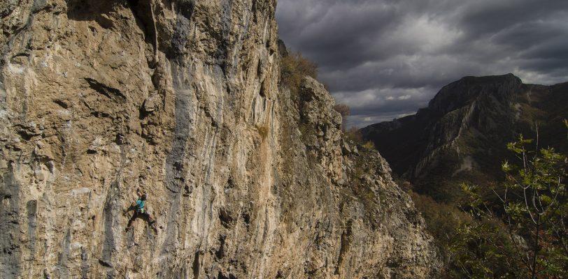 Малката дупка, Враца