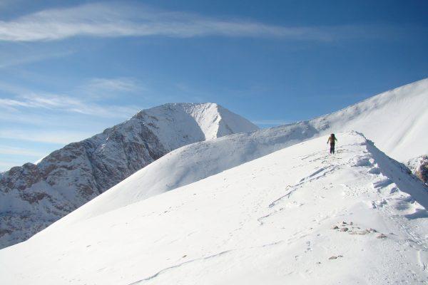 Besteigung vom Berg Kutelo, Berg Vihren im Hintergrund
