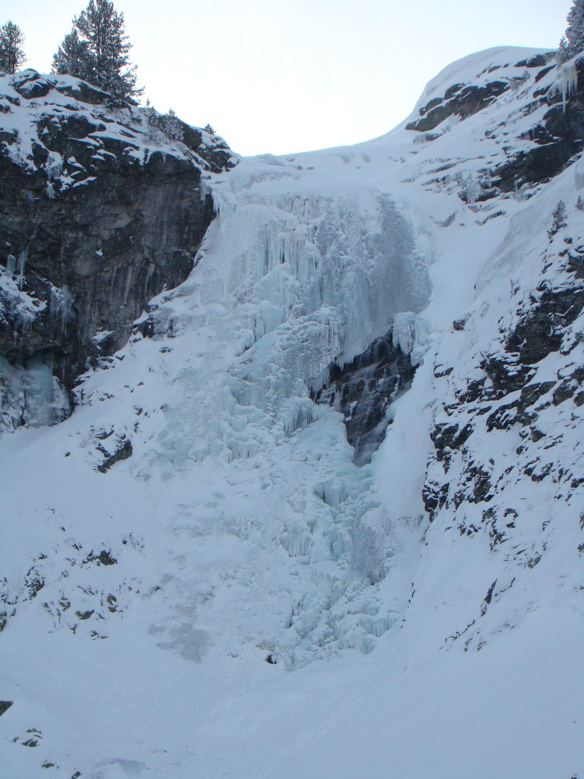 The frozen waterfall of Skakavitsa